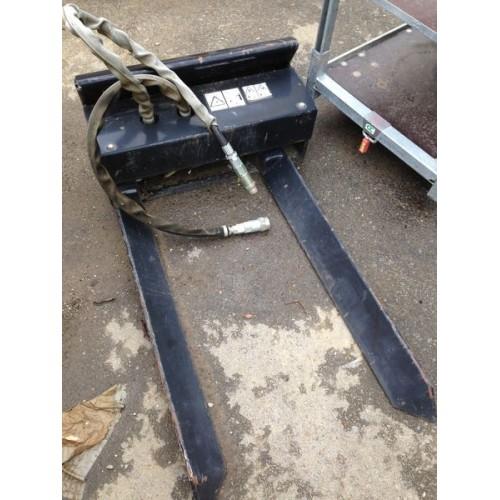 Fourches hydrauliques porte mottes pour TORO Dingo