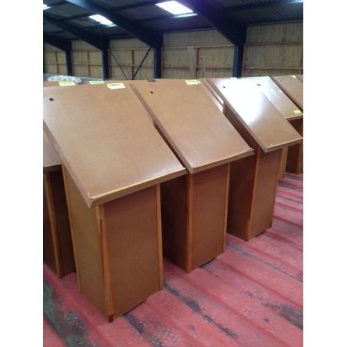 Pupitres présentoirs en bois
